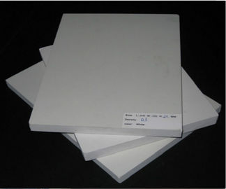 Cina Hardness Tinggi Cutting Lembar Pvc tahan air Kelembaban Resistance Cellular Structure Distributor